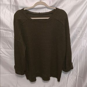 Hunter green top with 3/4 wide bell sleeves